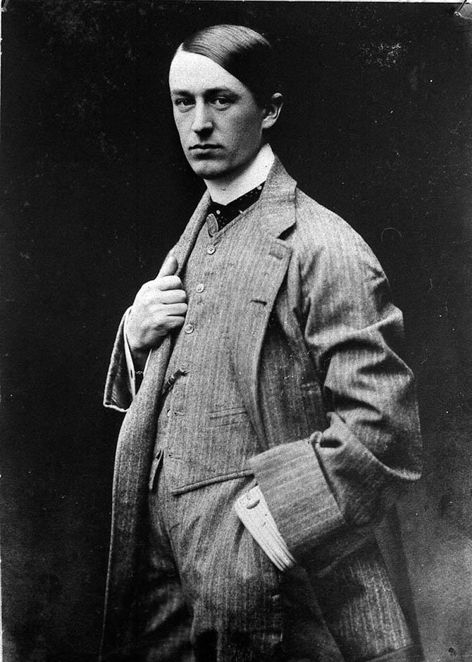 Ettore Bugatti anno 1905 - og med god luft i jakkesættet