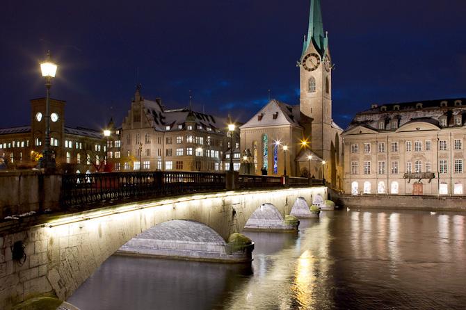 Limmat floden og Fraumuenster kirken