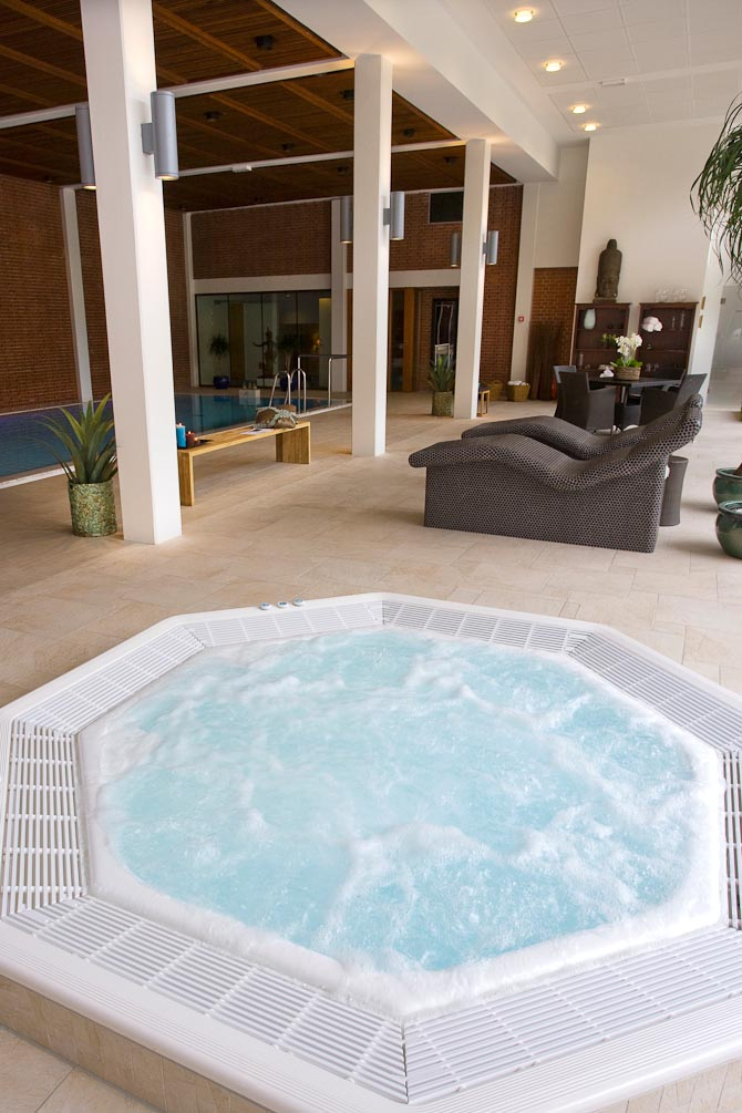 Hesselet byder på et lækkert pool- og wellness-område