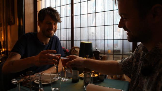 Der samtales over mad og drikke - om hvad kan du se i dagens video...