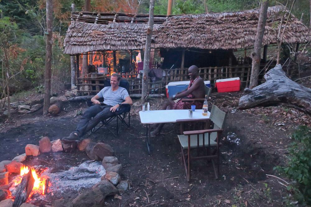 Lejrlivet er primitivt, men man nyder også at være uden mobil og internet. Det er andre ting der er vigtige her.