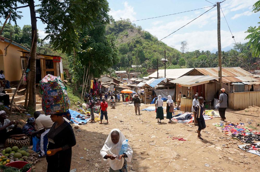 """Denne landsby var det sidste vi så af """"civilisationen"""" inden vi trekkede de sidste tre timer ud i bushen"""