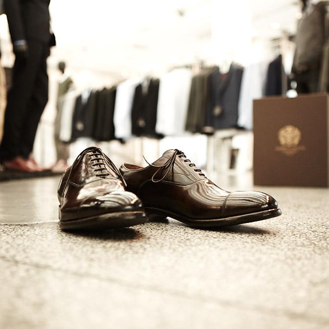 Et par færdige sko fra Alberto Fasciani, men før vi når hertil, skal vi lige et smut med bag kulisserne...