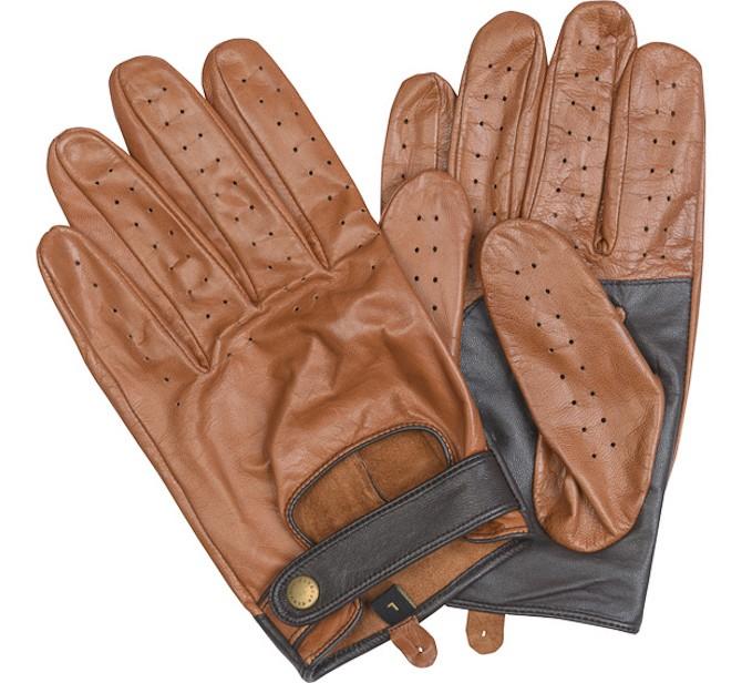 Et par brune køre-futteraler  til hænderne