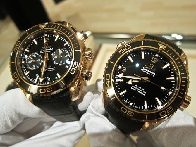 Guld og chrono til venstre - og guld til højre...