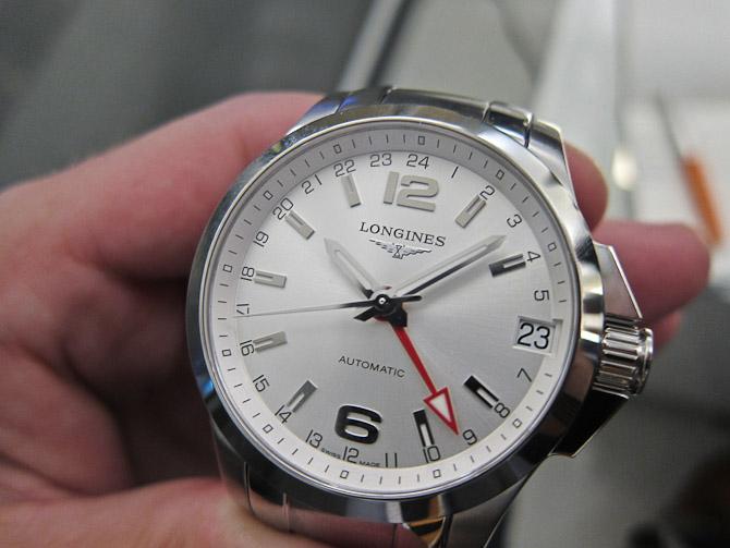 For 9.000 kroner kan du blive udstyret med en GMT model fra Conquest kollektion. Den fås i øvrigt også med sort skive.