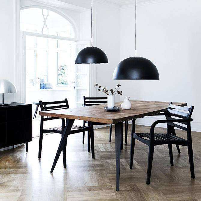 Belt Chair i herligt miljø. Bredde: 56 cm. Dybde: 58 cm. Højde: 80 cm. Sædehøjde: 44 cm