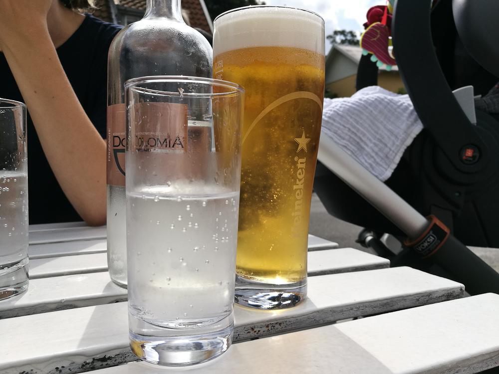 Vand fra Italien og øl fra Holland. Og fad.
