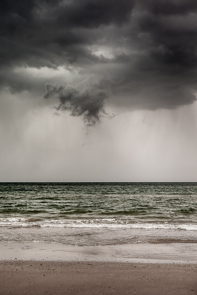 Uvejr og mørke skyer over Vesterhavet.