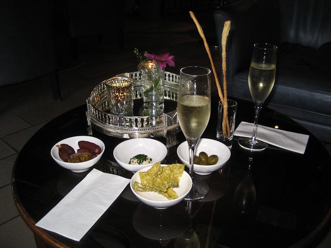 Bobler og hjemmelavede-snacks inden middagen