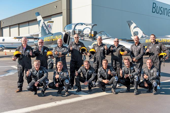 Her er en række mænd med nye ure. Og det er faktisk ikke et Breitling for Bentley - mærkelig nok...