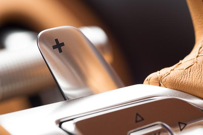 Der er i øvrigt mokket syv fremadgående gear i den nye Bugatti