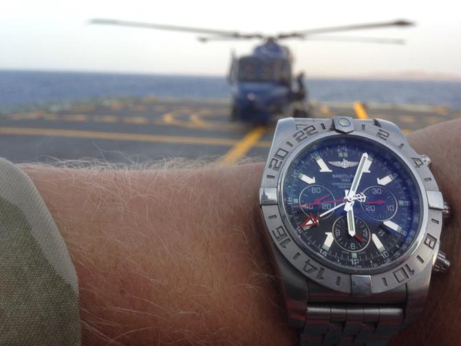 Casper Rasmussen med helikopter (altså i baggrunden)