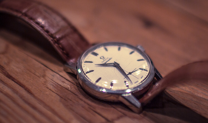 Close-up af den fine Seamaster med small seconds