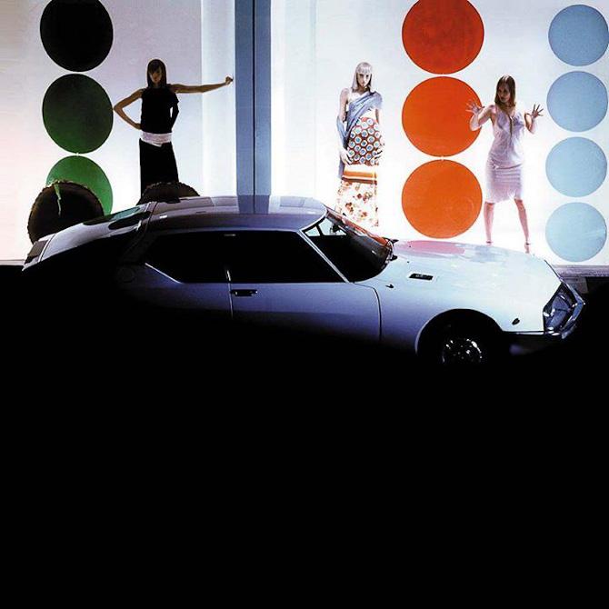 En Citroën med kvindelig baggrund