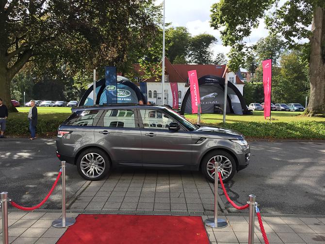 Land Rover på pladsen