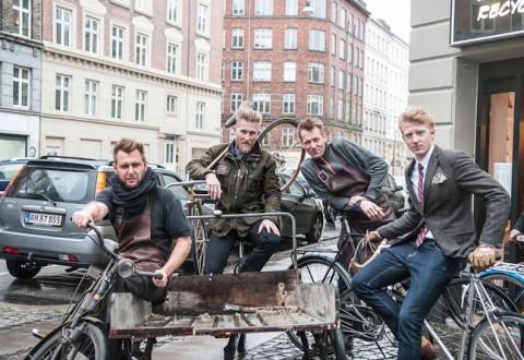 Bagmænd og cykler i herlig symbiose.
