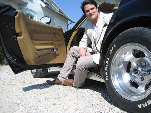 Navnet er Ray. Stingray. Læs med om fascinationen for herlige vogne fra Amerika.