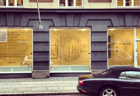 Det er her hos Galleri Jules Julian, du kan opleve Daniel van der Noons kreative streger. Kom med på et selvsyn i dagens interview...