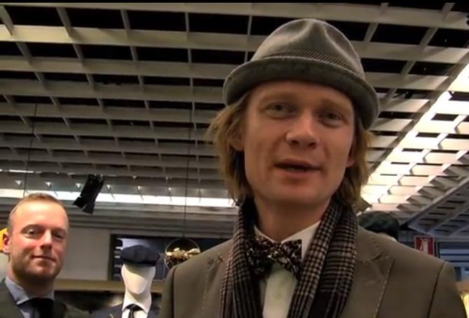 Manden med den pæne hat hedder David K. Og han tager os med til