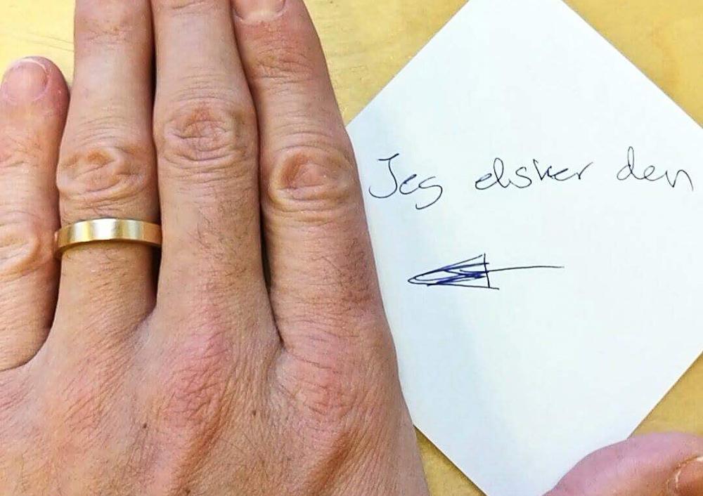 Guldsmeden spurgte efterfølgende, hvordan det gik med at bære ringen. Og jeg svarede.
