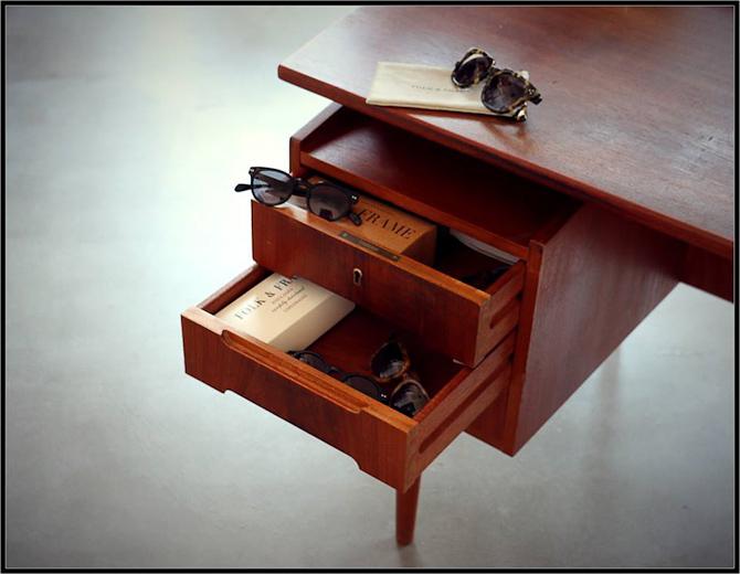 Møbel og brille i samme stil
