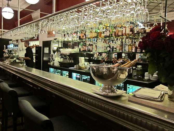Her vil der forhåbentlig blive talt om løst og fast gennem den kommende tid. Velkommen til baren!