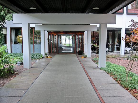 Indgang til Hesselet - og frokost.