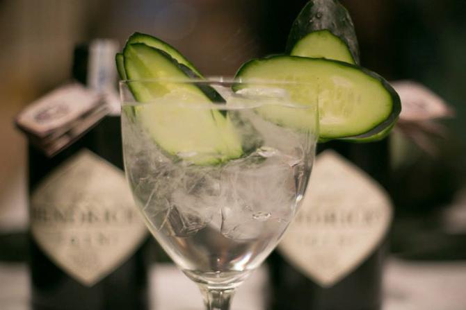 Agurk udmærker sig aldeles fint til en Hendrick's Gin & Tonic. Jeg har smagt den. Flere gange.