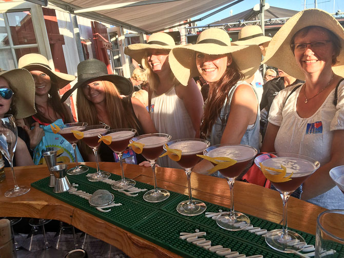 Flot line-up af både cocktails og hatte