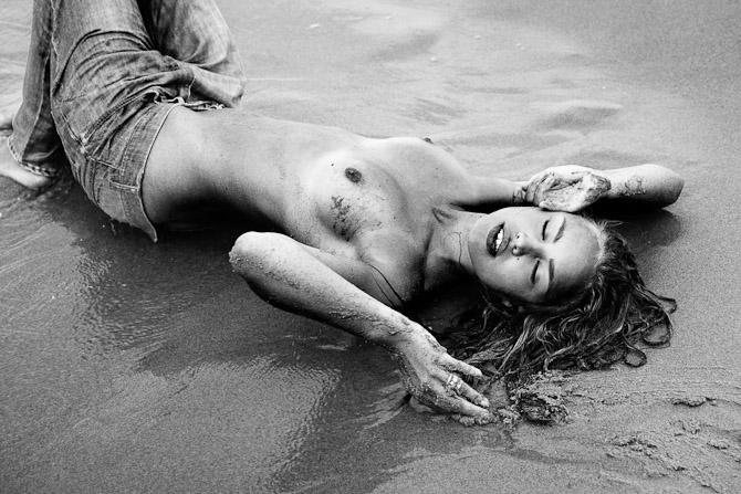 Jasmin Søe ved hav
