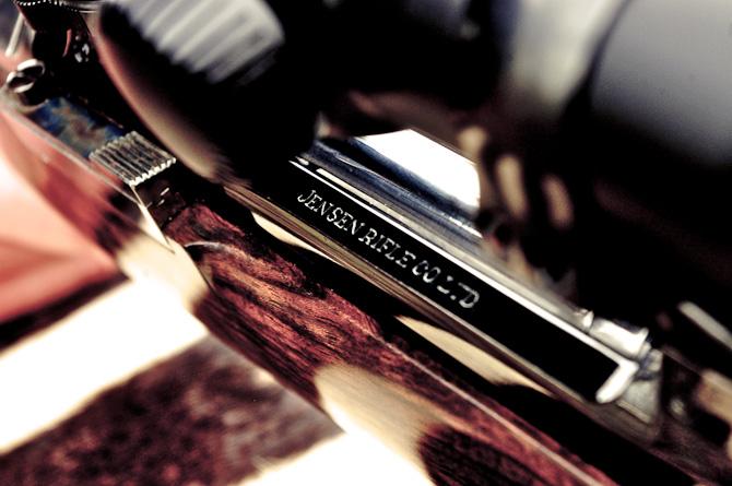 Riflen er gennemgående blevet håndgraveret af en kunstner i England; mange fede detaljer