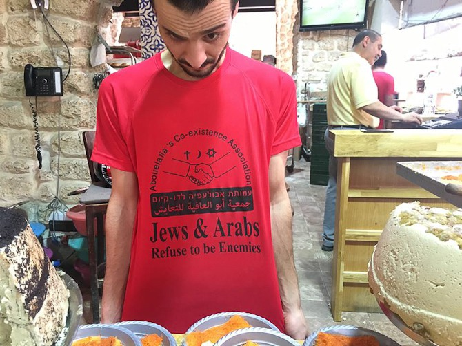 Jeppe møder en mand med en vigtig T-shirt