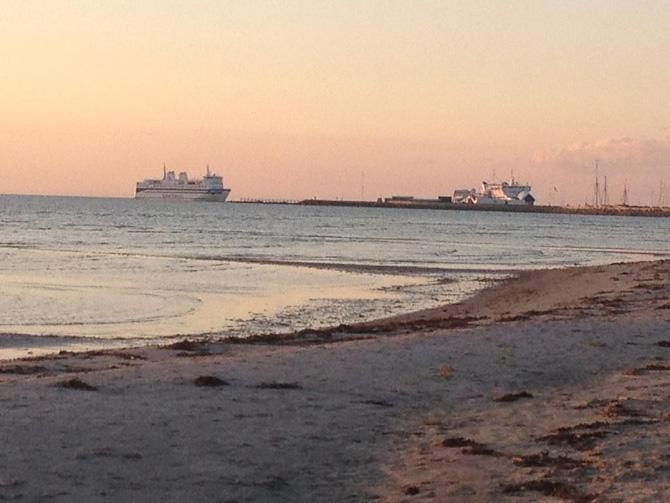 Snapshot fra en strand på Læsø. Færgen kommer i øvrigt fra Frederikshavn...