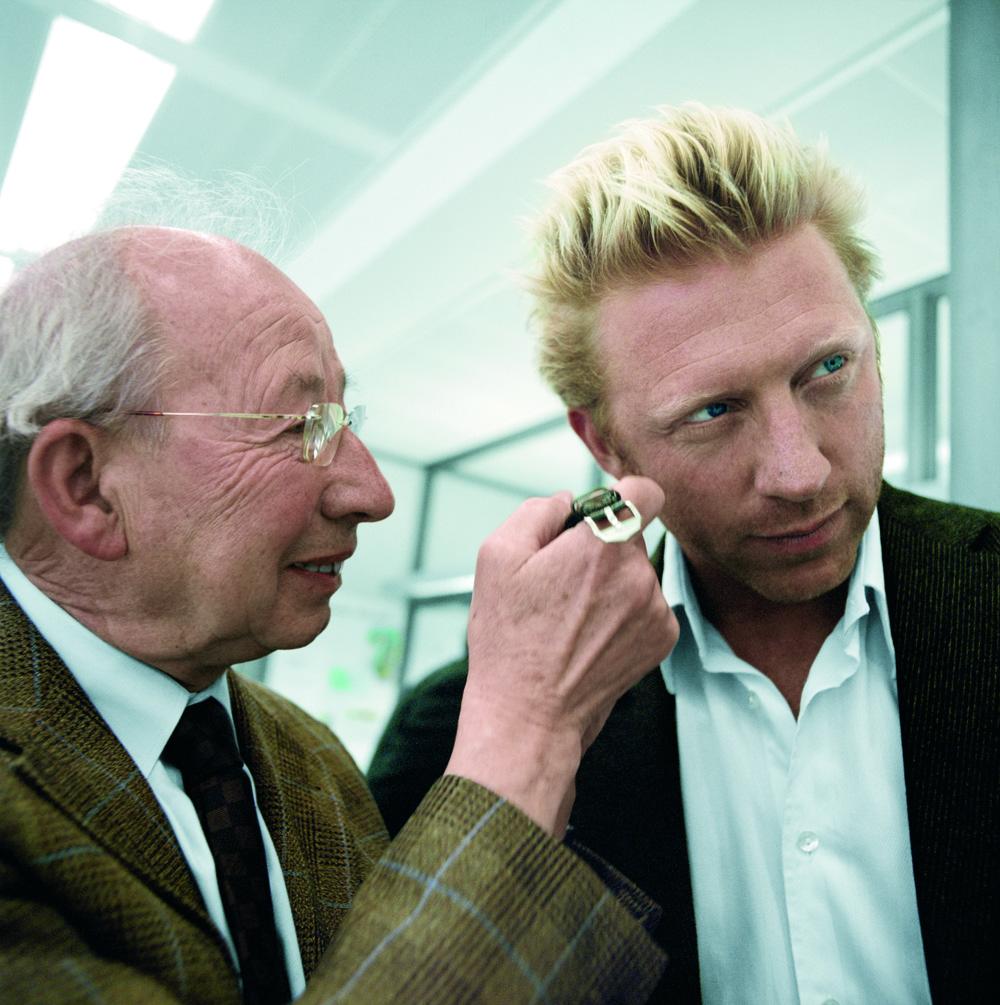 To mænd med mindst én fælles passion, nemlig ure. Boris Becker har i øvrigt lagt navn til et limiteret ur hos IWC, som er produceret i 250 eksemplarer. Modellen hedder Portugieser Chrono Boris Becker og har både grøn skive og rem som en hyldest til det grønne græs på Wimbledon, men også en speciel indgravering på bagsiden. Becker vandt i øvrigt Wimbledon som den yngste nogensinde tilbage i 1985.