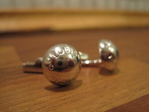 Jeg er ganske sikker på, at det ikke var disse Louis Vuitton knapper, der er gengivet som hieroglyffer i Tuts grav - men jeg har dem. Tre stykker faktisk.