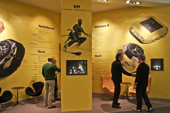 Velkommen til BaselWorld 2012 og Linde Werdelins stand, der er malet gul i forbindelse med årets nyhed.