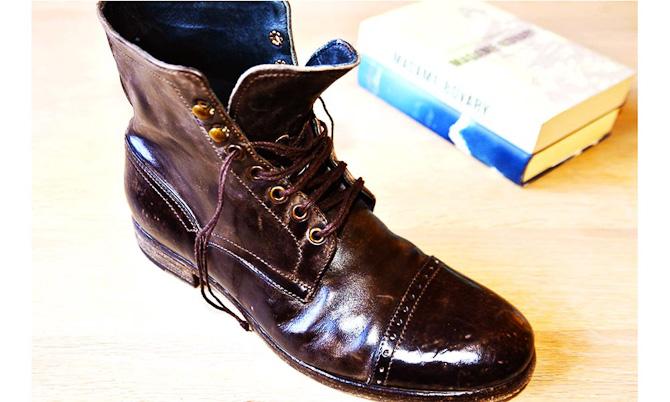Detroit til 490 euro er den første kollektions high-end sko. Trods det udtrådte look er der kælet for detaljen og valget af materialer.
