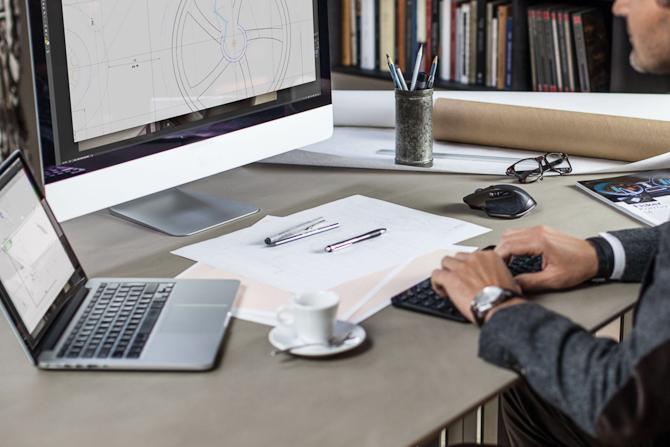 Et arbejdsbord. Kan du diske op med et foto af dit skrive- eller arbejdsbord, så er der en konkurrence på tapetet!