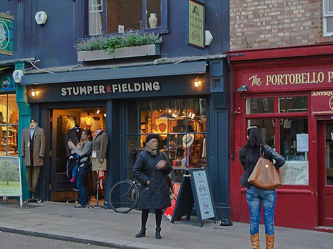 I den berømte Portobello Road fylder Stumper & Fielding's forretning ikke meget mellem de mange forskelligartede antique shop'er, men indenfor er det et Eldorado for den, der sætter pris på klassisk britisk stil.