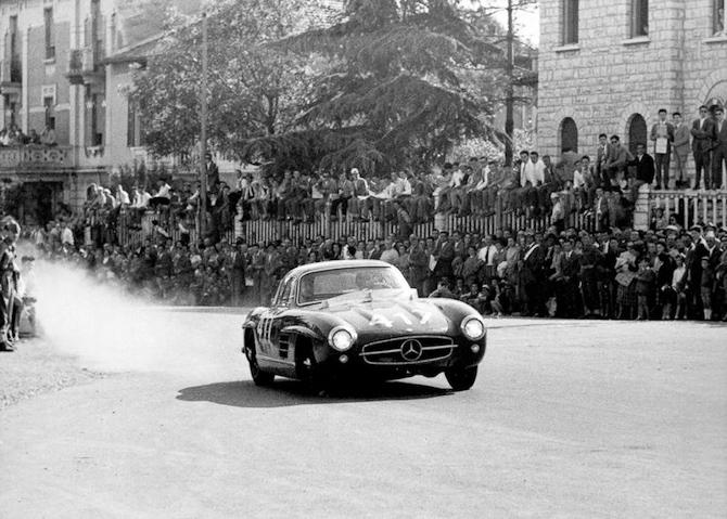 Det her skulle være de to gutter på farten i 1955. Foto: www.fanmercedesbenz.com