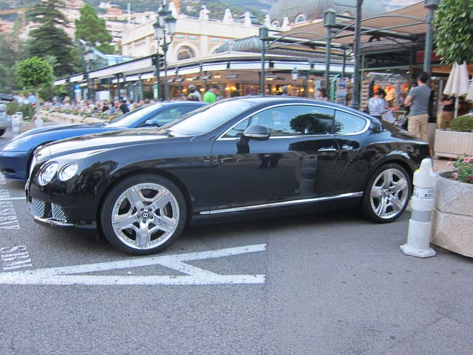 Nyere Bentley med nypudsede fælge