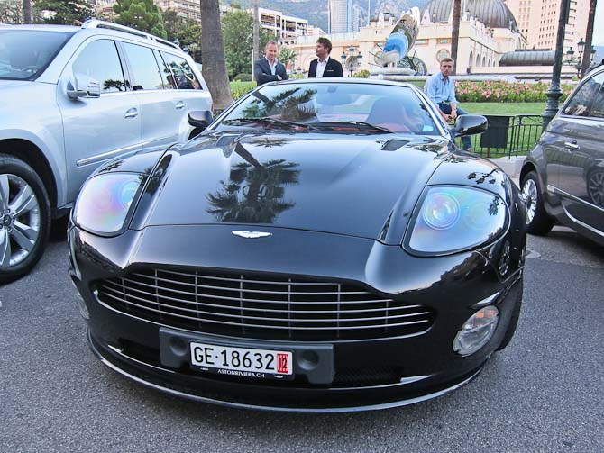 En Aston Martin uden fartstriber