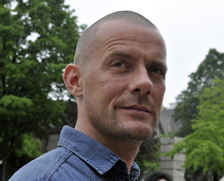 Manden med galleriet, en så godt som nyfødt datter og et talent for rødvinssauce: Morten Poulsen.