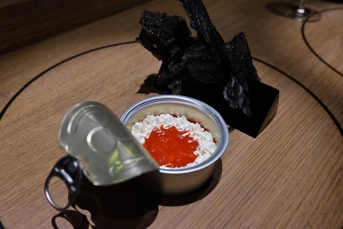 Konkrabbe fra Norge forklædt som makrel i tomat