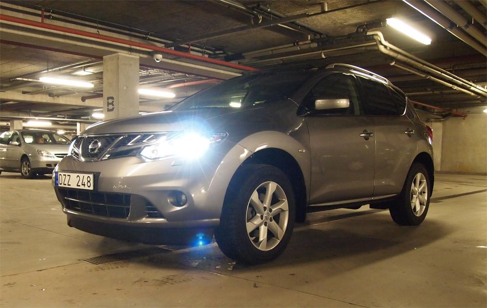 Xenon og skummel parkeringskælder. Og så på svenske plader... Hvad er nu det for noget?