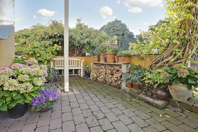 Gårdhave - tilsæt det gode gæster den ene aften og din bedre halvdel den anden aften