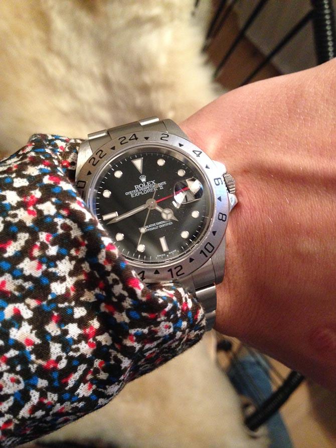 Oscar ungersvend med nyerhvervet, brugt Rolex