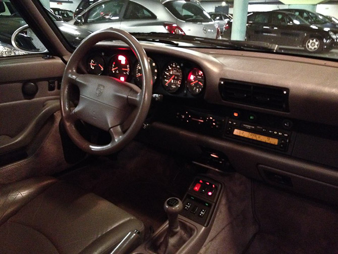 Der er bestemt 90'er toner over interiøret - men det er dikkefar-frit og velfungerende.