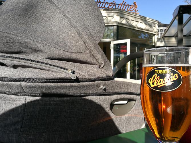 Fadbam... Nej. Et stort glas øl.